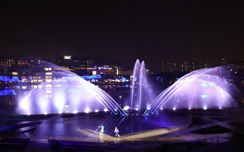 How does a musical fountain work